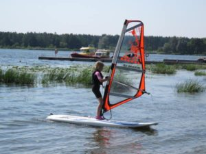 windsurfing_jezioro_dziecko